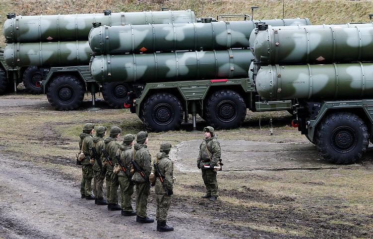 """Расчеты зенитных ракетных комплексов С-400 """"Триумф"""""""